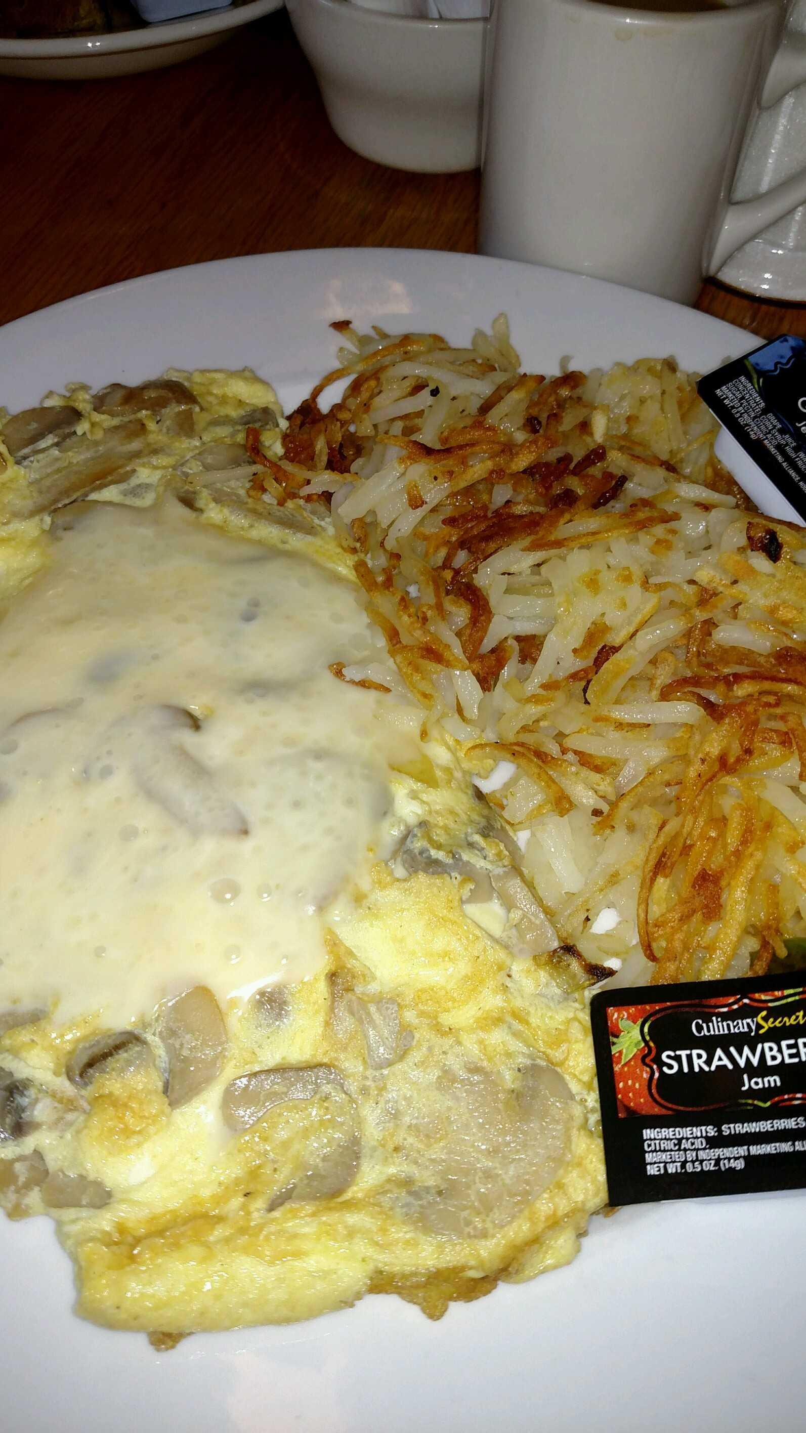 Cascade Cafe Mushroom Swiss Omelet